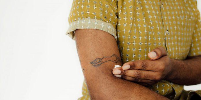 Cliomakeup-tatuaggi-protezione-solare-8-applicazione