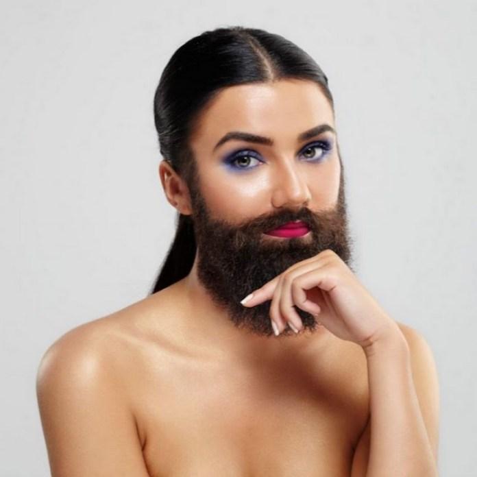 ClioMakeUp-ceretta-viso-2-donna-barbuta.jpg