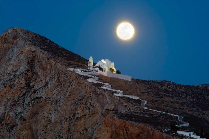 isole greche più belle: chiesa di Panagia a Folegandros