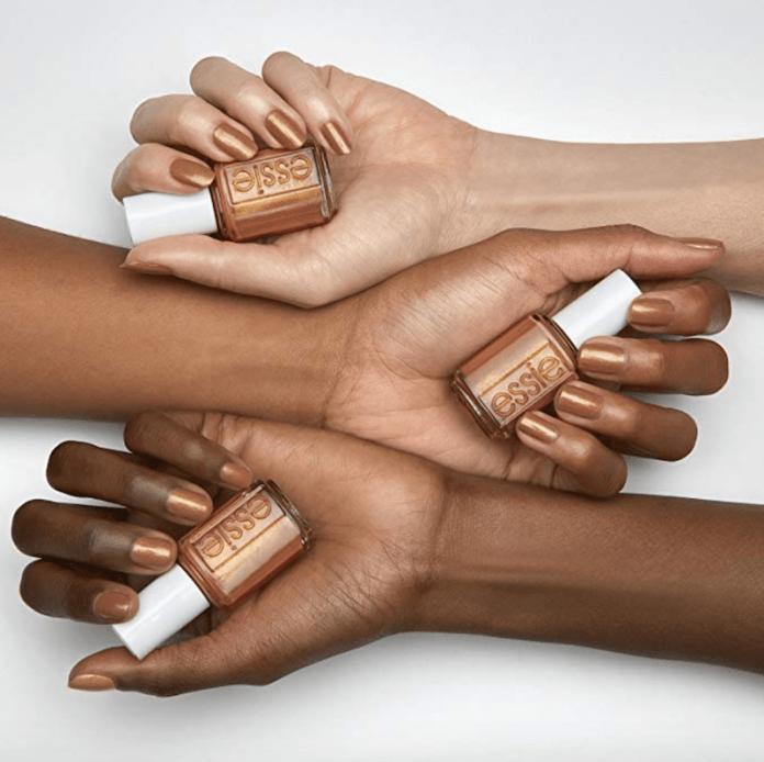 cliomakeup-nude-tendenza-unghie-estate-2019-12-dark-skin