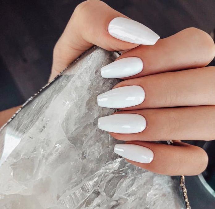 cliomakeup-tendenza-unghie-colori-pop-estate-12-bianco