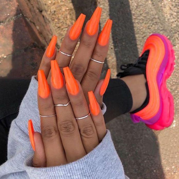 cliomakeup-tendenza-unghie-colori-pop-estate-3-arancione
