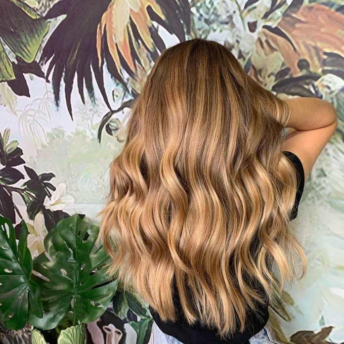 Cliomakeup-colore-capelli-biondo-miele-autunno-2019-15-ghd-onde