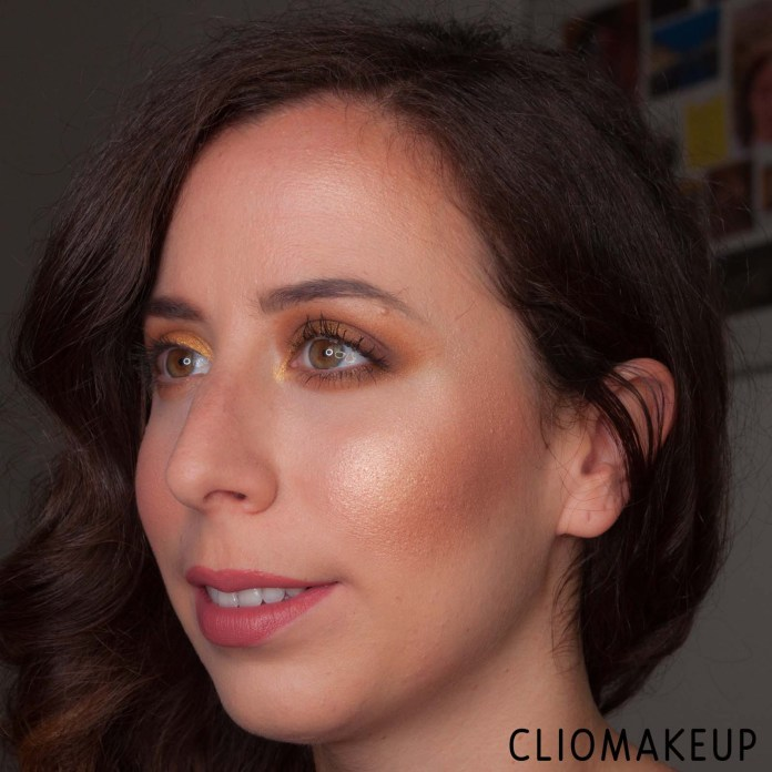 cliomakeup-recensione-palette-illuminanti-essence-you-are-gold!-highlighter-palette-15
