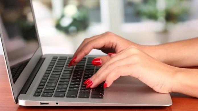 cliomakeup-unghie-spezzate-13-computer