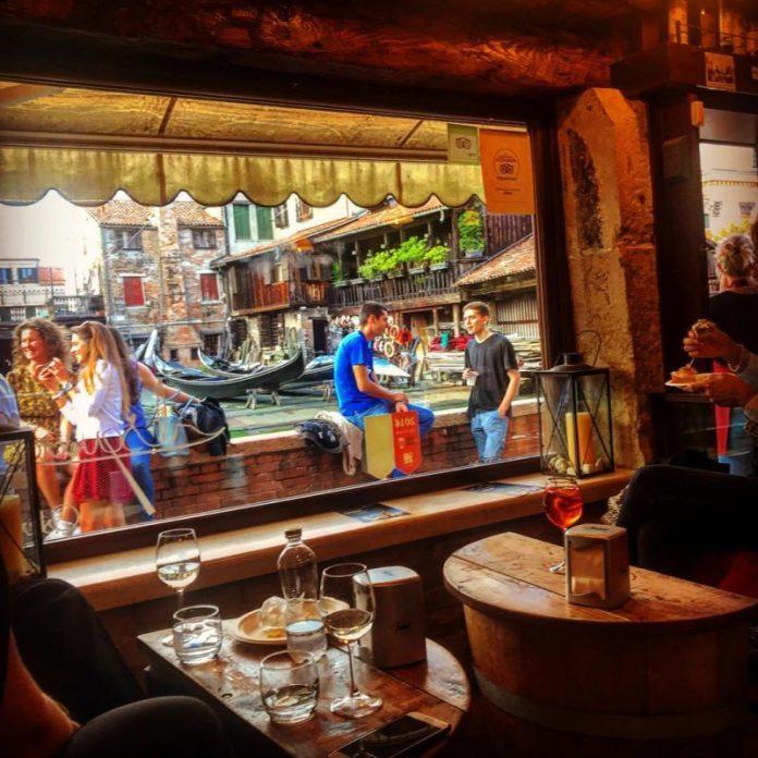 Viaggio a Venezia: l'andar per bacàri è un'attività tipica veneziana