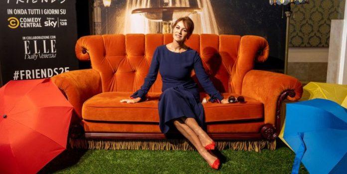 25 anni Friends: Elena Sofia Ricci sul divano di Friends alla Mostra del Cinema di Venezia 2019