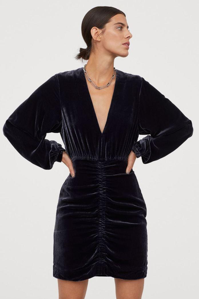 cliomakeup-hm-abbigliamento-inverno-2020-14-minidress-velluto-SETA