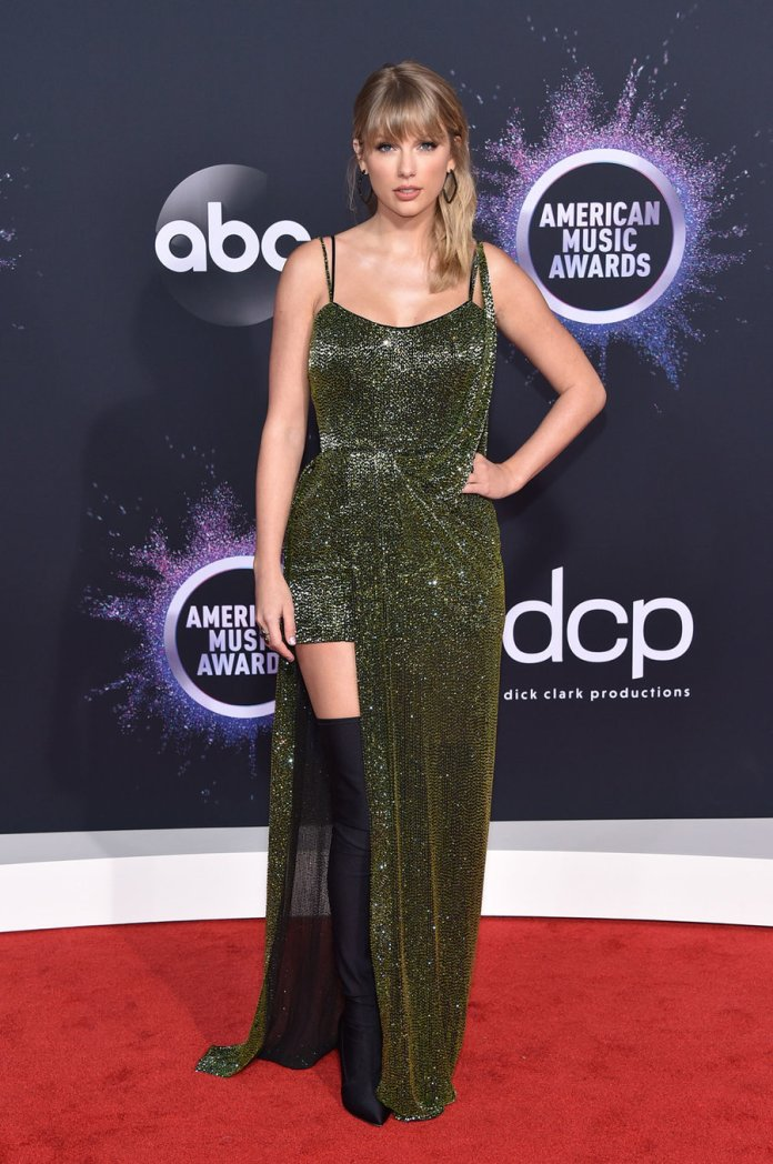 cliomakeup-ama-2019-look-star-2-Taylor Swift
