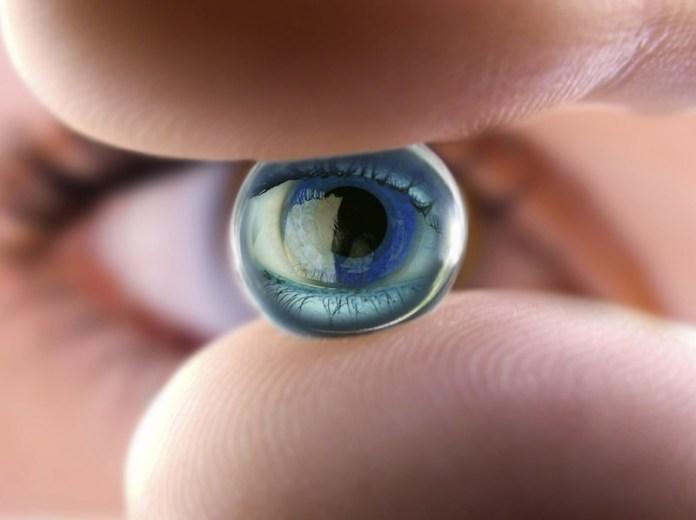 ClioMakeUp-errori-lenti-contatto-2-lente-occhio.jpg