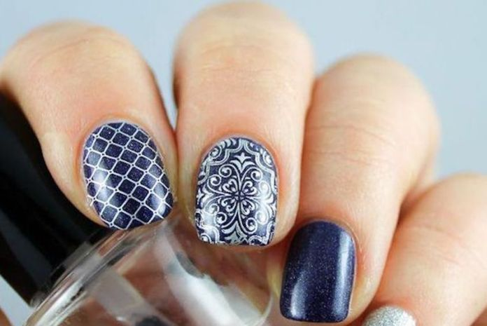 cliomakeup-stamping-nails-6-blu