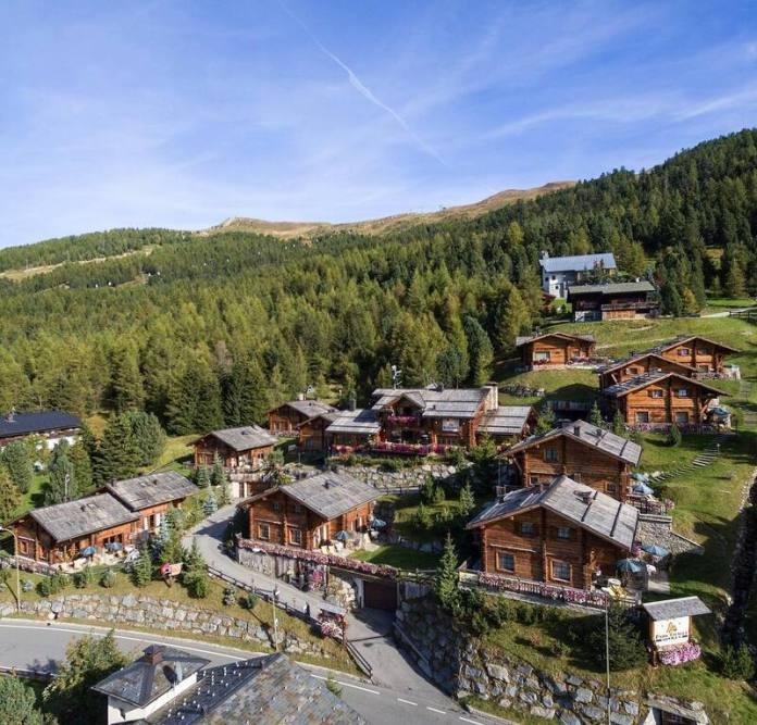 chalet romantici in italia: park chalet village livigno