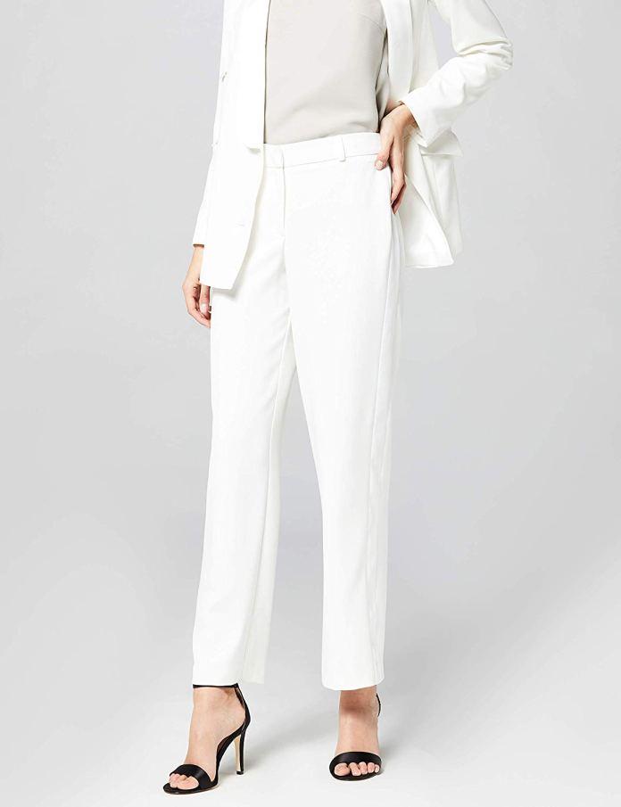 Cliomakeup-margot-robbie-look-21-pantaloni-bianchi