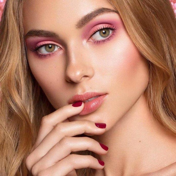 Cliomakeup-unghie-rosso-cherry-pie-19-trucco-rosa