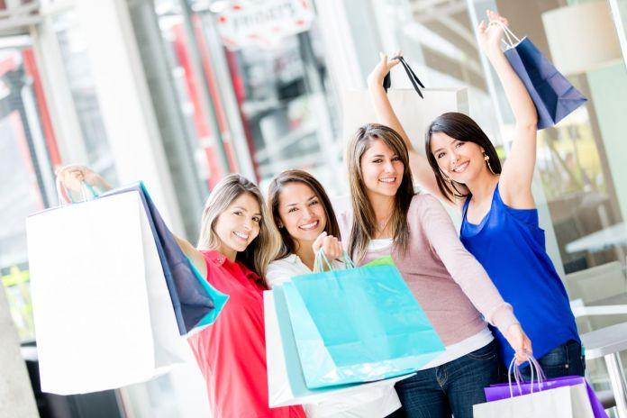 idee festa della donna 2020: shopping tra amiche