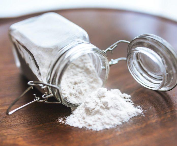 cliomakeup-come-eliminare-forfora-teamclio-bicarbonato