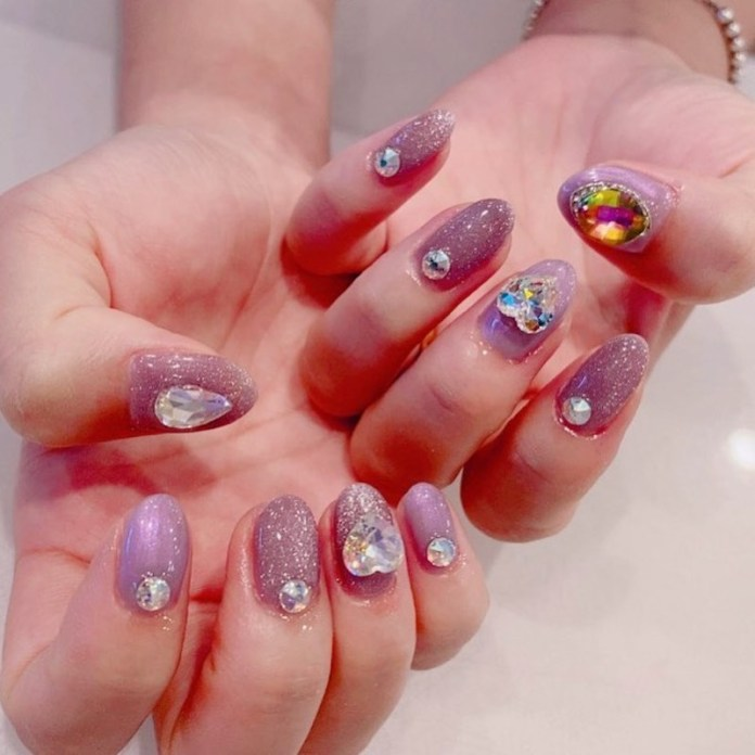 cliomakeup-tendenza-unghie-cats-eye-nails-teamclio-10