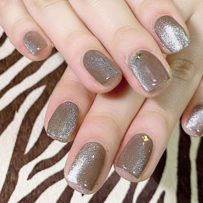 cliomakeup-tendenza-unghie-cats-eye-nails-teamclio-12