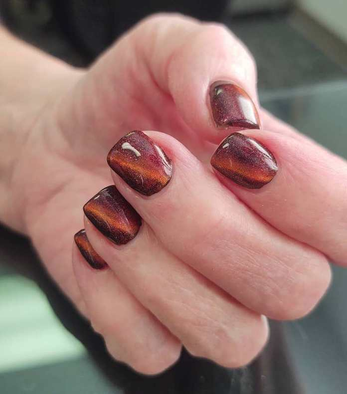 cliomakeup-tendenza-unghie-cats-eye-nails-teamclio-8
