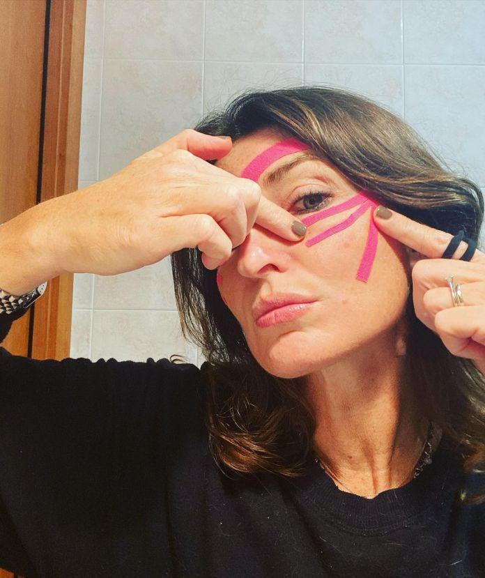 Cliomakeup-face-taping-team-clio-marialuisa-applicazione-tape