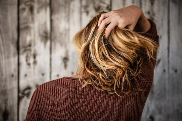 cliomakeup-far-durare-tinta-in-estate-capelli-biondi