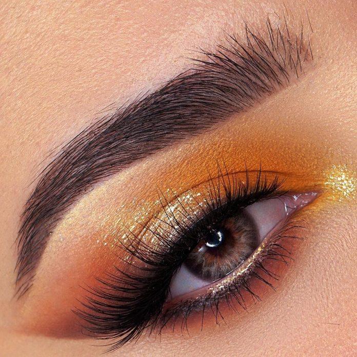 Cliomakeup-trucco-occhi-colorati-estate-2021-huda-beauty-oro
