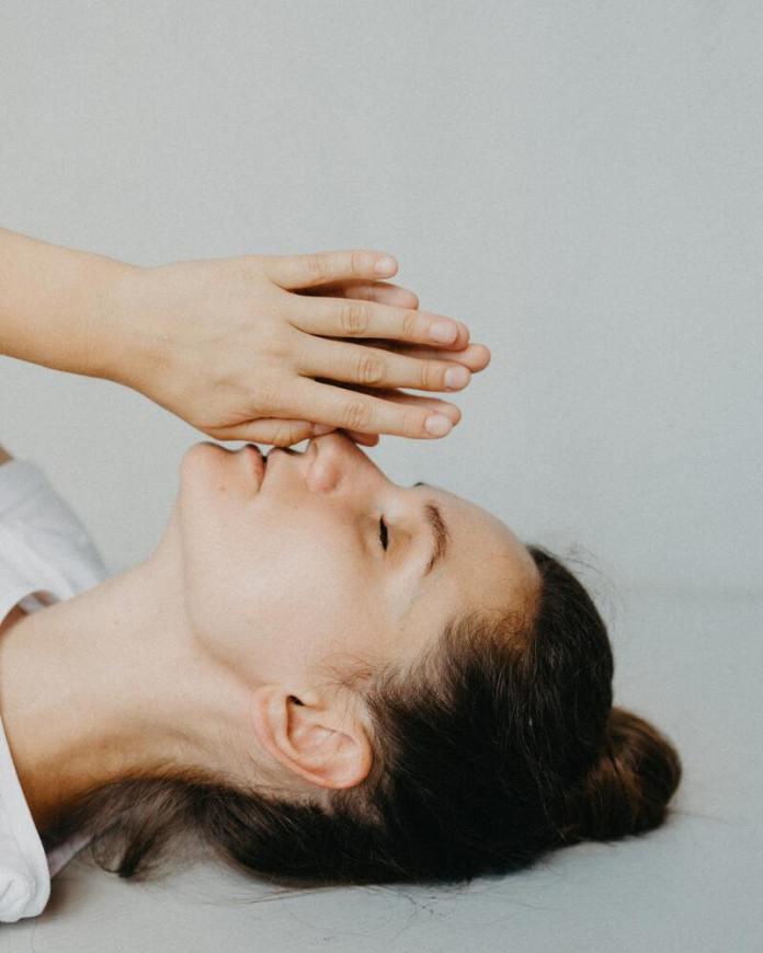 cliomakeup-yoga-per-il-viso-mantenimento-posizione