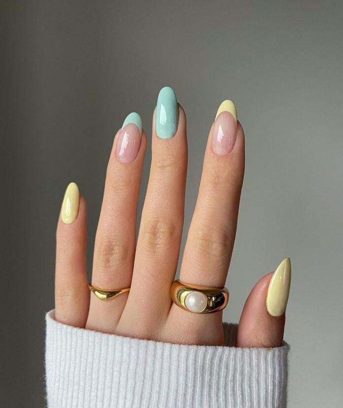 Cliomakeup-unghie-estive-semplici-2021-french-manicure-mismetched