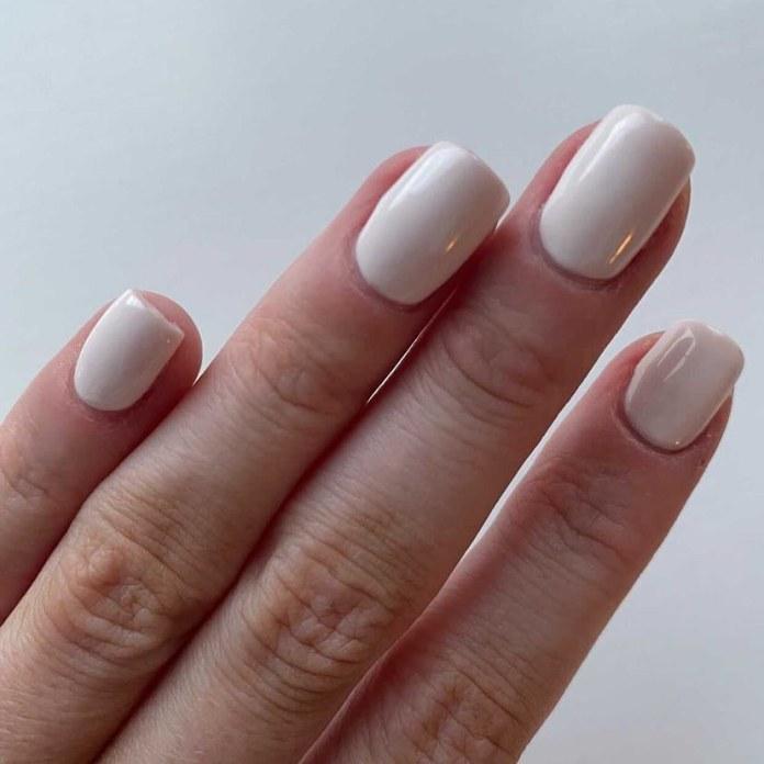 Cliomakeup-unghie-estive-semplici-2021-unghie-bianco-ottico