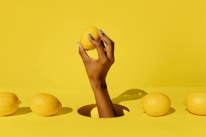cliomakeup-come-schiarire-i-peli-limone