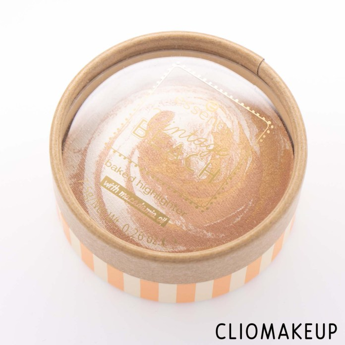 Cliomakeup-Recensione-Illuminante-Essence-Vintage-Beach-Baked-Highlighter-2