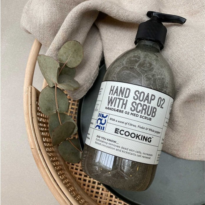 Cliomakeup-unghie-perfette-post-vacanze-Ecooking-Hand-Soap-with-Scrub