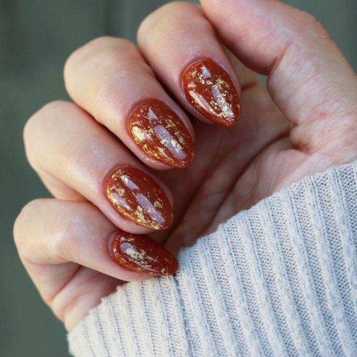 cliomakeup-pumpkin-nails-foglia-oro