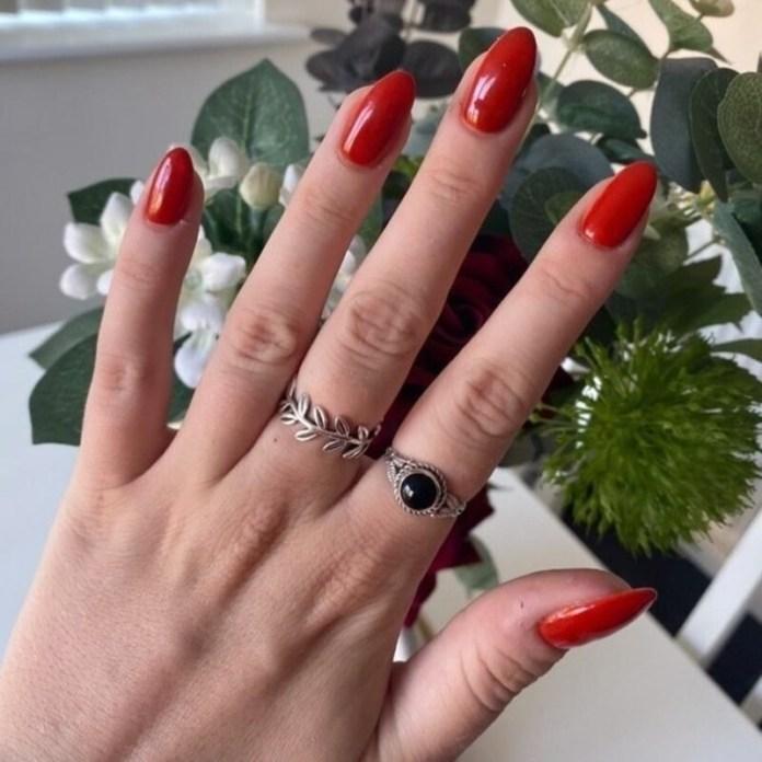 cliomakeup-pumpkin-nails-manicure-semplice