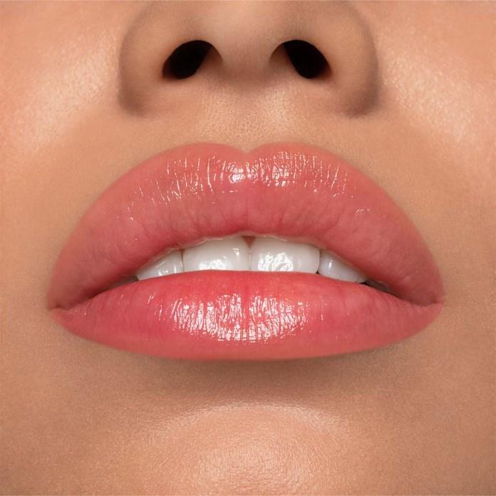Cliomakeup-lip-balm-and-glam-smile-coccolove-pelle-medio-chiara