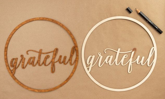 adding-color-to-wooden-wreaths-grateful