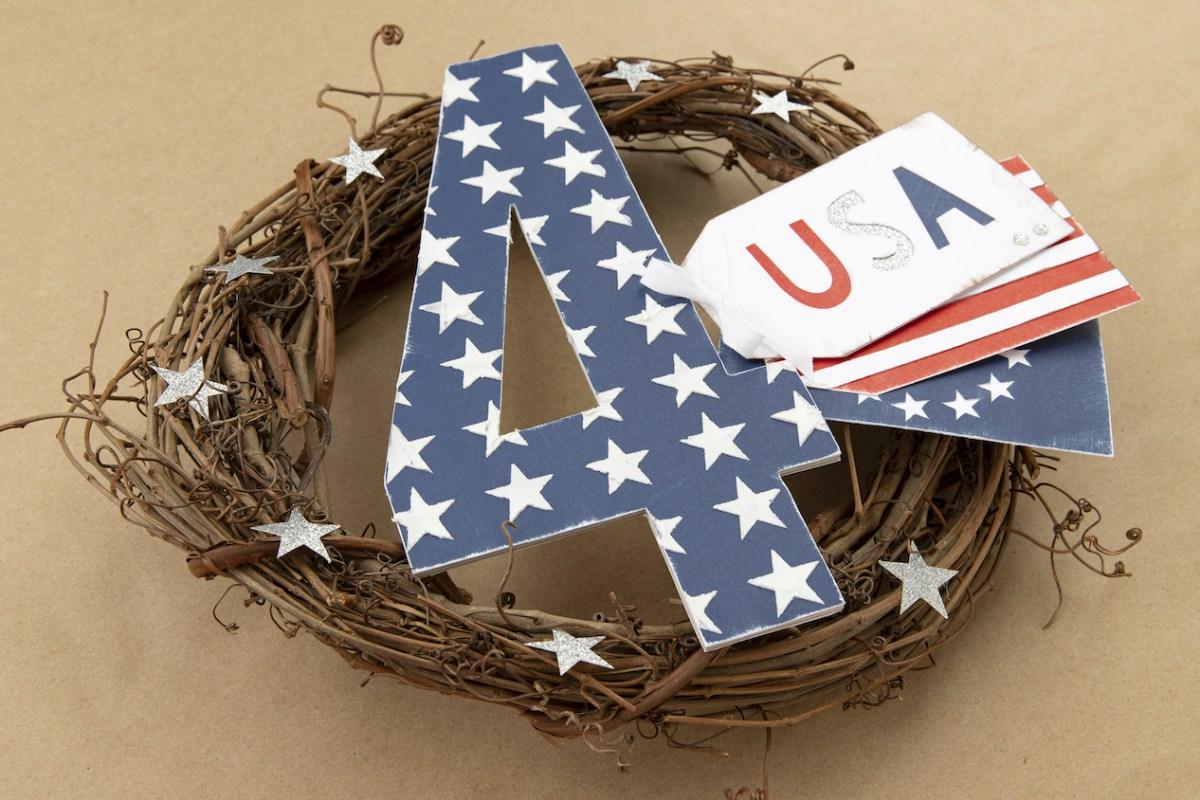 Fourth of July #cmth #closetomyheart #mixedmedia #stencil #USA #Americana #starsandstripes #diywreath #independenceday #fourthofjuly #designspacefile #cricut
