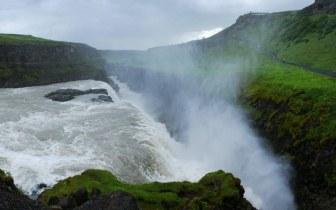 Pelo mundo: 7 cachoeiras para se aventurar