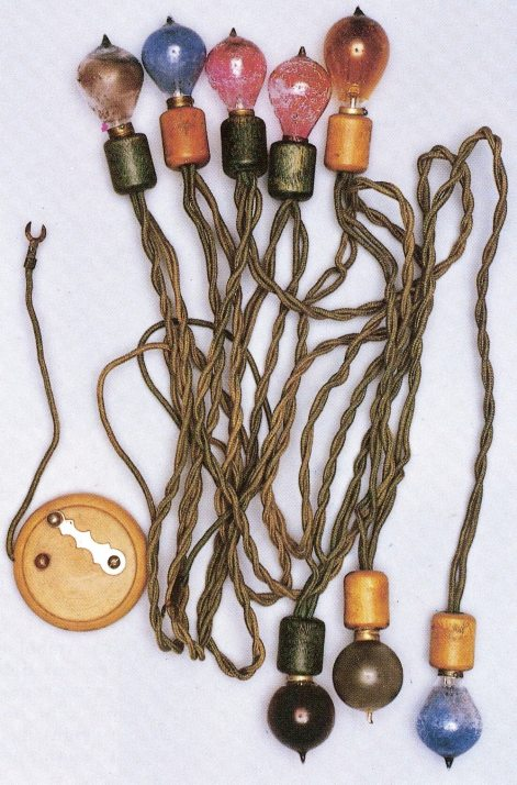 An early string of lights with a battery pack, c.1915. (From pg. 163 of Christmas collectibles by Margaret & Kenn Whitmyer, 1994)