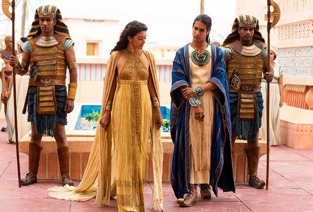 Tutankhamun and wife in Tut