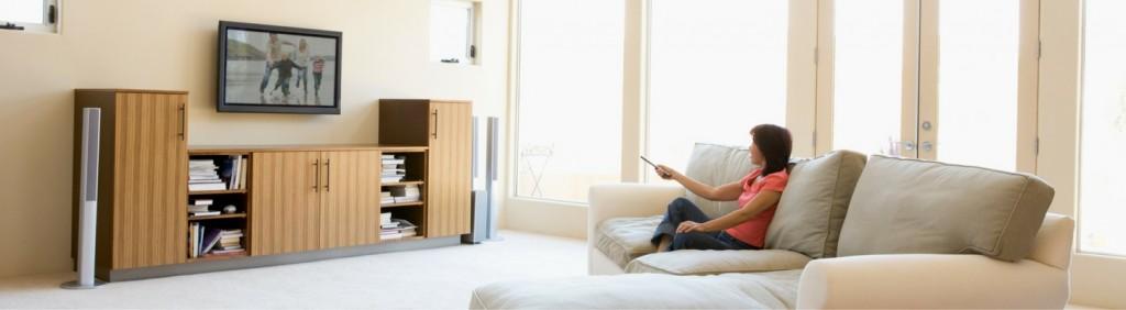 """Living Room Revolution: LG's """"Modern Family Portraits"""""""