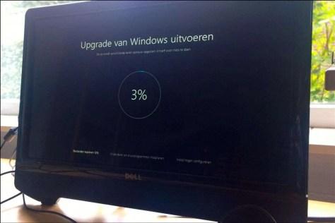 Deze computer is nog wel even bezig met de upgrade… (3%).