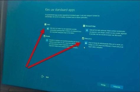 Kies Ik wil zelf mijn standaard-apps kiezen en verwijder de vinkjes bij de toepassingen die u wilt behouden. Waar wél een vinkje staat, worden de Microsoft standaard-apps gebruikt.