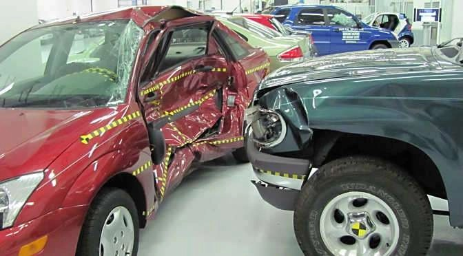 Duitse rechter verbiedt dashcams (bron afbeelding: https://commons.wikimedia.org/wiki/File:Ford_Focus_versus_Ford_Explorer_crash_test_IIHS.jpg)
