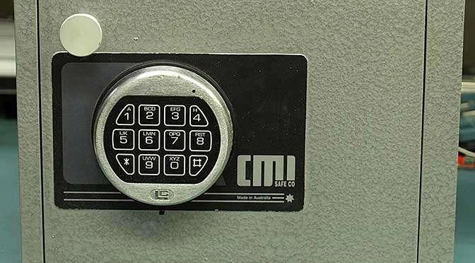 Een wachtwoordbeheerder als mSecure is eigenlijk een digitale kluis voor al je gevoelige zaken (bron afbeelding: https://commons.wikimedia.org/wiki/File:Australian_Made_CMI_H2D_Home_Safe.JPG)