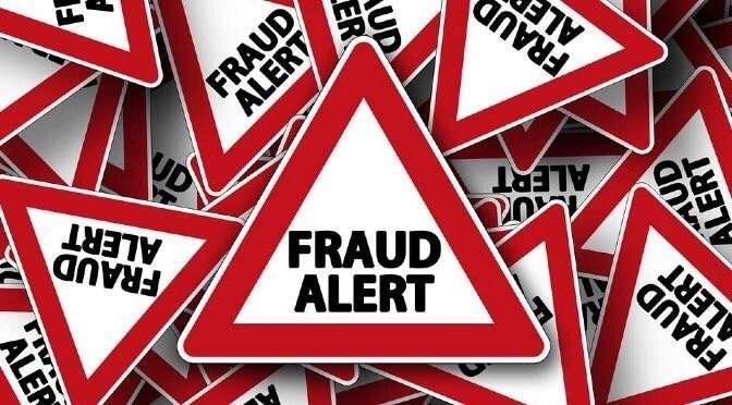 Fraude in de vorm van salarisdiefstal ligt op de loer (bron afbeelding: https://pixabay.com/nl/verkeersbord-aandacht-opmerking-464641/)
