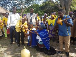 Women of Tembe clan at Emfihlweni Royal Residence to present the 1st brew of the Marula fruit to Head of the Tembe Clan, Inkosi Mabhudu Tembe