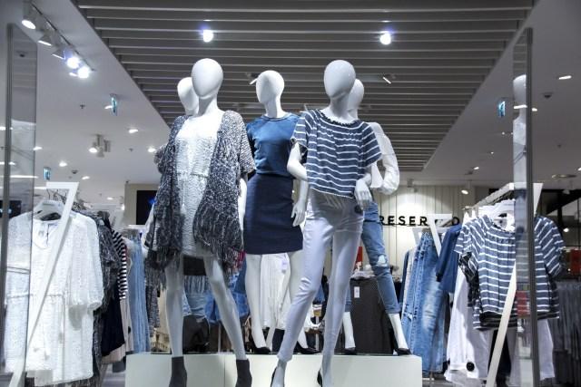 como decorar uma loja de roupas