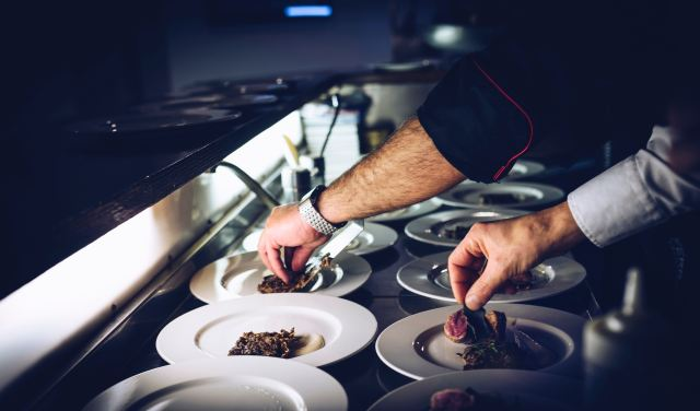 servicos de mesa restaurante