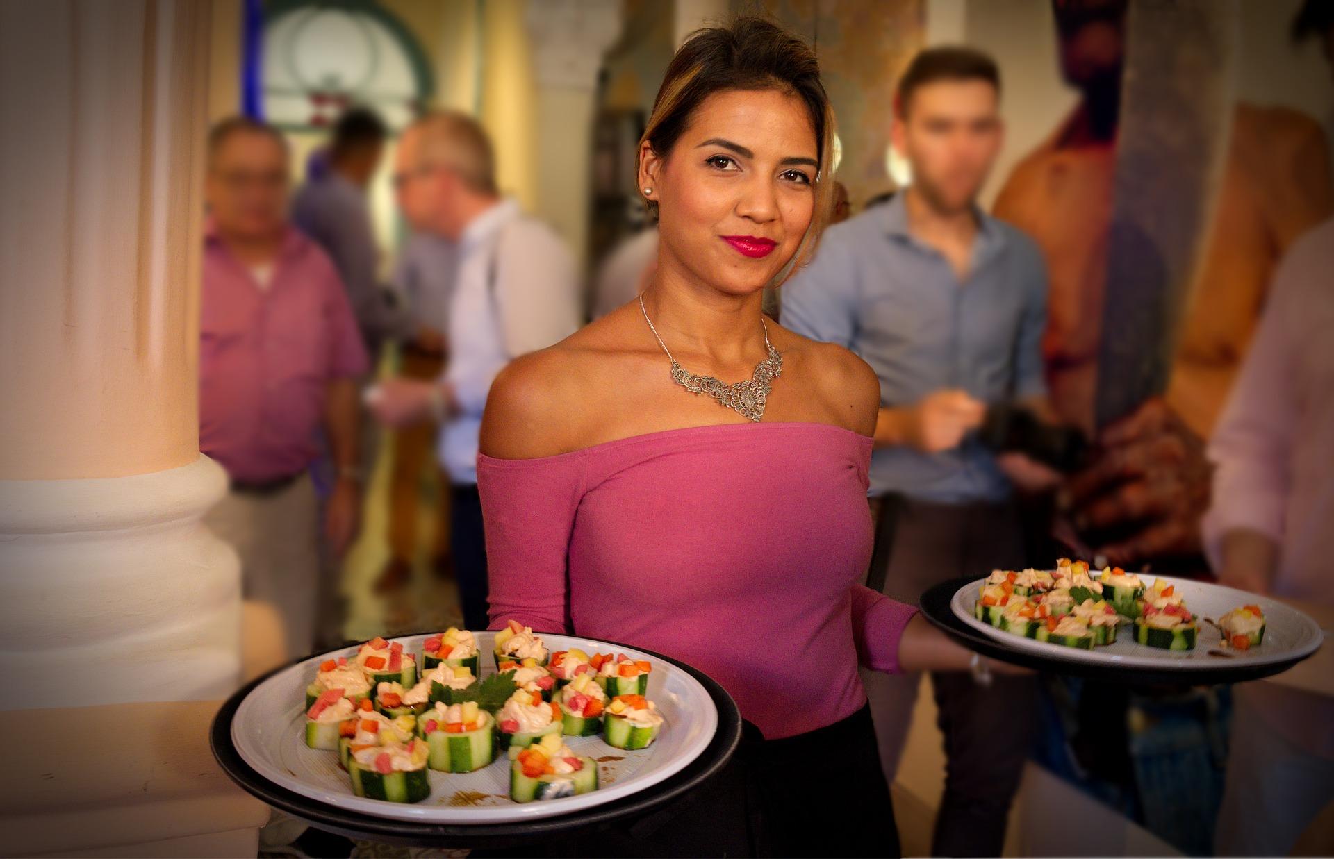 8 tipos de serviços de mesa para você adotar em seu restaurante